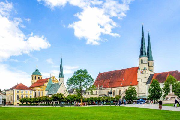 Kapellplatz Altötting; Foto: Sina Ettmer / AdobeStock